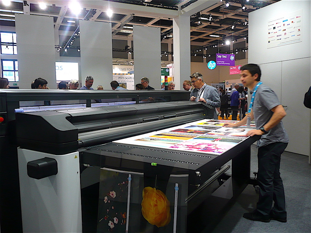 HP Latex R, équipée de la nouvelle technologie d'encre HP Latex Blanc
